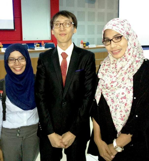Bersama Dr. Lee Juyoung dan Yuli Yastiani, M.Hum