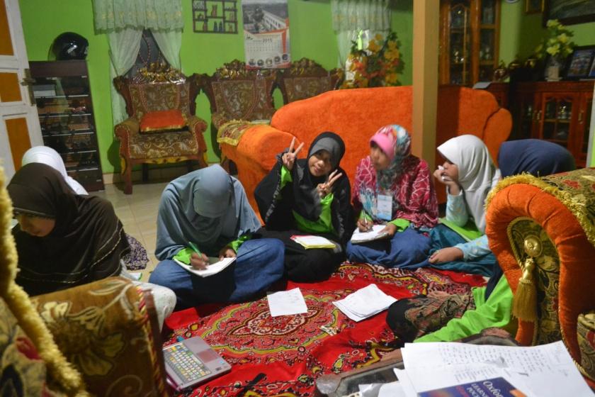 Belajar bersama Ustadzah Arni