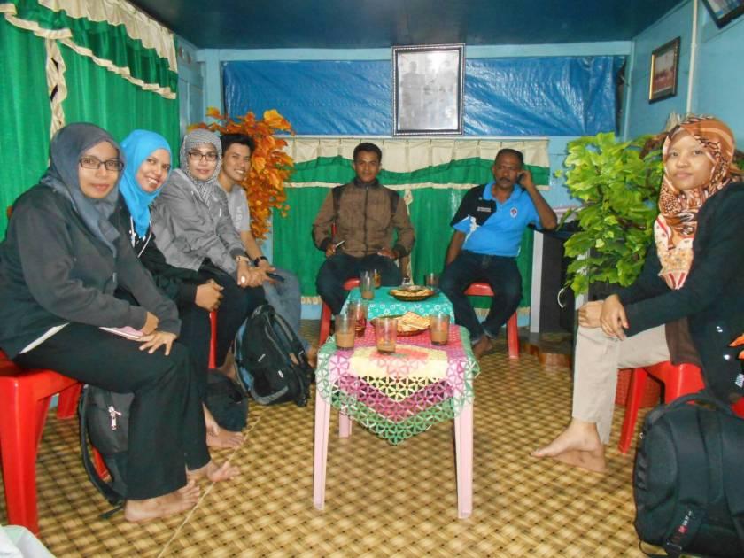 Bersama Kepala Desa Wawoangi di rumah Beliau