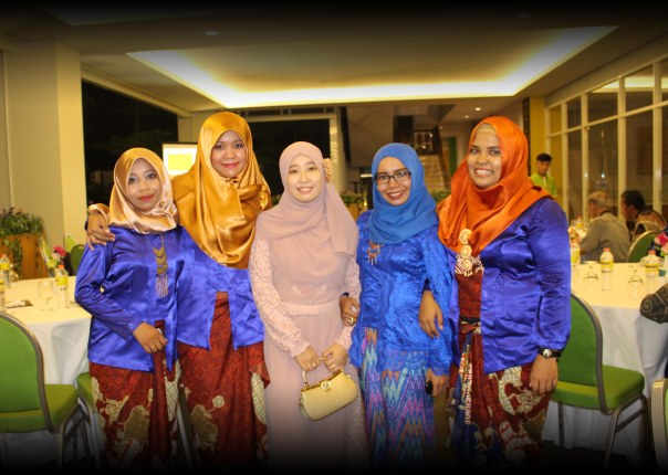 Left2right: Hikma, Kiky, Kk Fatimah, Ning, Nila